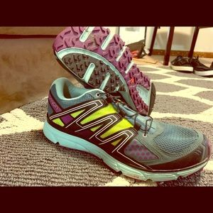 Women's Salomon trail running shoes new condition